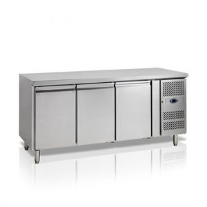 TEFCOLD Ipari hűtött munkaasztal, Asztali hűtőszekrény, Mérete: 1795x700x(H)880, 3 ajtó GN1/1